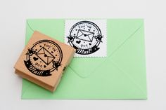 CUTE!!!!!!  You've got Mail (Post voor je) stempel (rond). €14,95, via Etsy.