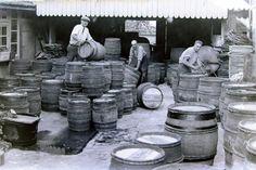 Tonnelier:  Barrels manufacture.