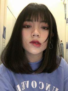 Ulzzang Short Hair, Korean Short Hair, Short Hair With Bangs, Girl Short Hair, Hairstyles With Bangs, Hair Bangs, Cute Korean Girl, Asian Girl, Pelo Ulzzang