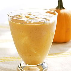 Get a kick start to your day with a glass of this Banana Pumpkin Smoothie! #WWLoves #recipe