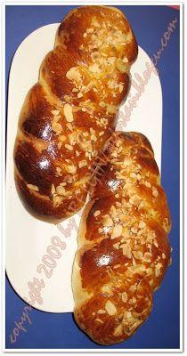 PASKALYA COREGI TARIFI Turkish Recipes, Asian Recipes, Ethnic Recipes, Bienenstich Recipe, Cannelloni Recipes, Types Of Bread, Food Words, Holiday Baking, Cake Cookies