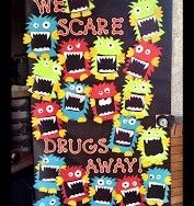 Apples and ABC's: Red Ribbon Week Door (fall door decorations classroom) Fete Halloween, Halloween Door, Halloween 2018, Halloween Crafts, School Holidays, School Fun, School Stuff, School Ideas, School Projects