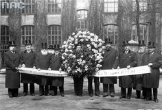 The funeral of Jozef Pilsudski in Krakow (May 8, 1935.). The Management Board and the Council of the Jewish Community in Warsaw carries a funeral wreath.