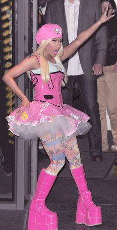 If Barbie did bondage! Nicki Minaj wears bubblegum pink PVC corset with giant platforms, a cutesy tutu and troll tights Nicki Minaji, Nicki Minaj Barbie, Nicki Minaj Outfits, Nicki Minaj Pictures, Emo, Nicki Minaj Wallpaper, Estilo Pin Up, Black Barbie, Black Girl Aesthetic