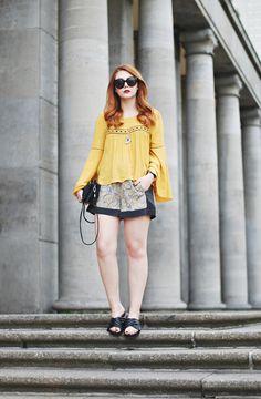 Tolles Outfit in der Trendfarbe gelb mit süßen JustFab Sandalen!