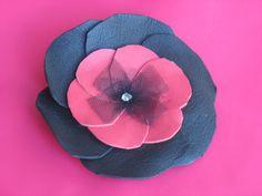 Articles similaires à broche fleur en cuir noir et rouge, coeur en tulle  noir sur Etsy 71ff07a3968