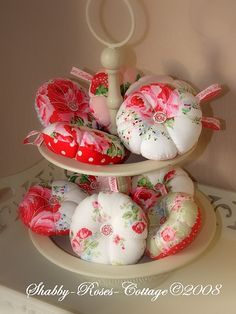 Made by ShabbyRosesCottage.  this is scrumptious!!!!!!  Pincushions, via Flickr.
