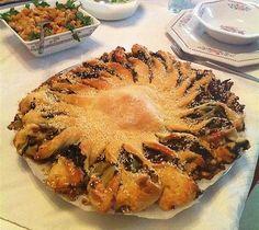 מאפה יווני עם מנגולד ופטריות - אורי שביט מתארחת אצל החמות הטבעונית ומשחררת ממנה מתכון למאפה יווני במילוי מנגולד ופטריות. ככה זה כשמבשלים מהלב ולא מהספר - מפתיע, שונה ומעניין