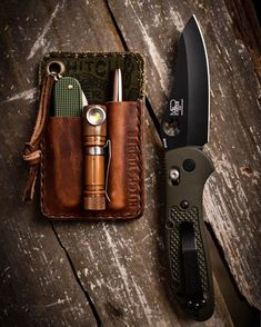It's and we've created a brand new list of essential survival items for this year! The best bushcraft gear, survival tools, and prepping gear, all in this short list. Edc Tactical, Everyday Carry Gear, Best Pocket Knife, Edc Tools, Survival Gear, Urban Survival, Edc Gear, Leather Projects, Leather Pouch