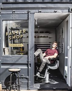 Container SA: 5 Small Business to Do in Container Barber Shop Interior, Barber Shop Decor, Men's Barber Shop, Barber Store, Container Shop, Container Design, Vintage Barber, Tony Barber, Barbershop Design