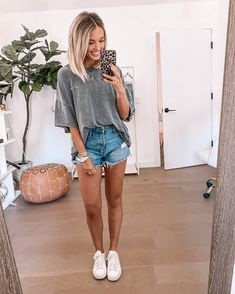 Shop Your Screenshots™ with LIKEtoKNOW.it, a shopping discovery app that allows you to instantly shop your favorite influencer pics across social media and the mobile web. Casual Summer Outfits, Short Outfits, Simple Outfits, Spring Outfits, Trendy Outfits, Cute Outfits, Fashion Outfits, Summer Clothes, College Outfits