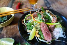 Asiatisk salat med and – Båtmat Tuna, Ramen, Salad, Fish, Meat, Ethnic Recipes, Cilantro, Atlantic Bluefin Tuna, Salads