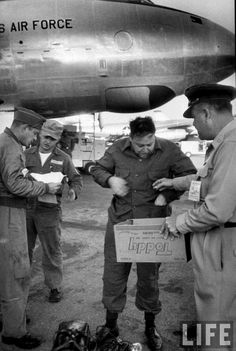 Life photographer, Ralph Morse (C), standing outside plane with pilots Strategic Air Command, Air Force Bases, Pilots, Plane, The Outsiders, How To Get, Tips, Photography, Photograph