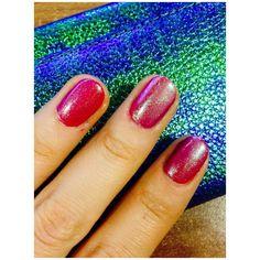 #christmas #nailart #red #twotone #fade #iridescent #glitter
