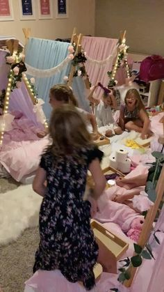 Girls Sleepover Party, Things To Do At A Sleepover, Fun Sleepover Ideas, Girl Spa Party, Sleepover Activities, Spa Birthday Parties, Slumber Parties, Teepee Party, Teepee Kids