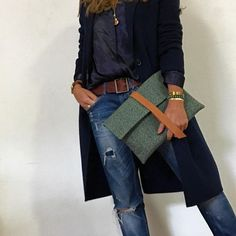 Vitória Clutch Green Fabric! #bjoy #ootd #clutch #portuguesedesign #madeinportugal Check here : http://bjoy.pt/index.php/product/vitoria-clutch-green-fabric-leather/