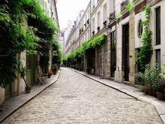 "Cour Damoye (11ème) - métro ""Bastille"" (lignes 1, 5 et 8)"