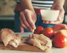 Saftig og perfekt stekt kyllingfilet i ovn eller stekepanne. Her er tipsene som gir saftig kyllingfilet hver eneste gang. Slik steker du kyllingfilet.