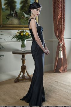 James Bond Girl - Eva Green (wearing a Versace dress) as Vesper Lynd - Casino Royale Eva Green Casino Royale, 007 Casino Royale, Casino Royale Dress, Costume Daniel Craig, James Bond Girls, Eva Green James Bond, James Bond Party, James Bond Style, Belle Silhouette