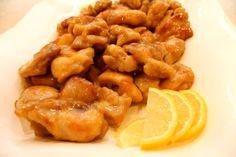 Necesitamos     150 g de agua  4 filetes de pechuga de pollo cortados en tamaño bocado ( o contramuslos )  El zumo de un limón  1 cucharada ...