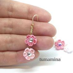 【tumamiiina】さんのInstagramをピンしています。 《小さな桜のピアス✨✨✨ なかなか、綺麗に明るい写真が撮れないでいます。色々作品アップしたいのに、、、 何枚も撮って、唯一この一枚だけ明るい どれもこれも、写真イマイチすぎて、minneさんにアップできずにいます えーん練習あるのみですね 綺麗に撮れたら、アップします! 1cm角のコットンで。 二色の桜ピアス。 それぞれ裏側にも、スワロフスキーのエレメントが一つ付いてます! ユラユラ、キラキラとっても可愛い❤️ #tumamina #つまみ細工 #ハンドメイドアクセサリー #ハンドメイドピアス #つまみ細工作家 #樹脂ピアス #春待ち#桜#ハンドメイド好き #ハンドメイドアクセサリーピアス #ハンドメイド好きさんと繋がりたい #ハンドメイド作品》