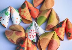 Say warm wishes, quotes and messages, or even a good luck fortune through these Paper Fortune Cookies that are perfect party favors for Birthdays, Valentines Day and New Year! Materials and To...