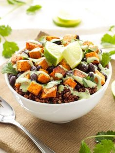 Healthy Sweet Potato and Black Bean Quinoa Bowls are the perfect vegetarian meal with fresh Cilantro Cream Drizzle! Healthy Sweet Potato and Black Bean Quinoa Bowls are the perfect vegetarian meal with fresh Cilantro Cream Drizzle! Lunch Bowl Recipe, Quinoa Recipe, Whole Food Recipes, Cooking Recipes, Recipes Dinner, Dessert Recipes, Clean Eating, Healthy Eating, Breakfast Healthy