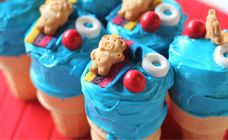Tiny Teddies Pool Party Recipes - Party food So Cute! Having a teddy party? Invite these Tiny Teddies! They are having their very own pool party and your kids will love having them at their party, too. Cupcake Party, Cupcake Cakes, Pool Cupcakes, Summer Cupcakes, Cup Cakes, Cute Food, Good Food, Tiny Teddies, Blue Food Coloring