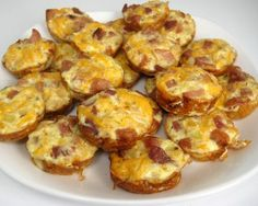 Recipe for Mini Frittatas with Ham and Cheese - To me, these little treats seemed like the perfect snack to adorn a table full of miniature treats. These would also be awesome for a family brunch, or easy breakfast. Brunch Recipes, Appetizer Recipes, Breakfast Recipes, Brunch Ideas, Party Recipes, Breakfast Appetizers, Brunch Foods, Appetizer Ideas, Snacks Recipes