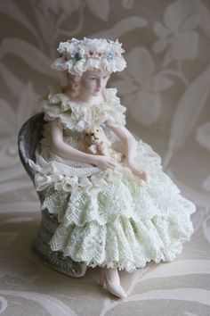 生徒さんの作品|Keiko's Lace Do… |Ameba (アメーバ) Victorian Dolls, Antique Dolls, Vintage Dolls, Vintage Stuff, Porcelain Jewelry, Porcelain Ceramics, China Porcelain, Dresden Dolls, Dresden China