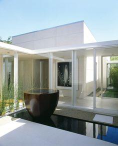 Garden: Courtyard Modern Single House Design With Ponds And Glass Sliding Door Ideas
