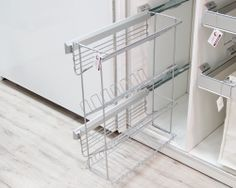 Shoes pull-out unit with 4 shelfs