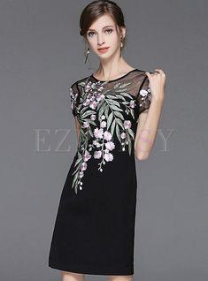 Black Embroidered Hollow Out Zipper-back Bodycon Dress Simple Dresses, Casual Dresses, Short Dresses, Fashion Dresses, Embroidery Suits Design, Embroidery On Clothes, Batik Dress, Petite Dresses, Special Occasion Dresses