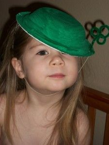 Leprechaun Hats - kid craft - instead of painting a bowl, they could glue on tissue paper (in either green or rainbow!)