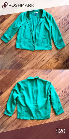 Green Cropped Blazer - Size Small Green silky cropped blazer. A very versatile price that will compliment any wardrobe. Beautiful green color adds some fun to an office outfit or a great addition to a simple jeans and tee outfit. Size small. Minimal wear, good condition. Free Hug Jackets & Coats Blazers