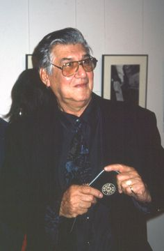 Lewis Morley photographer at Byron Mapp Gallery Exhibition of his own work, 1998. © Eric Sierins photo.