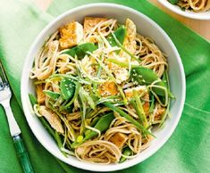 If you're looking for a meal you can prepare under 30 minutes and is healthy as well as flavoursome then take a look at this Asian inspired chicken and soba noodle salad!