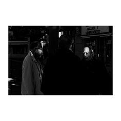 Apuntes (III) @lacalleesnuestracolectivo  #lacalleesnuestracolectivo #majadahonda #madrid #spain #blancoynegro #blackandwhite #streetphotography #streetstyle #miradas #look #igersmadrid #canon6d #35mm #picoftheday #photooftheday