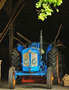 Oude Tractor nabij het natuurgebied het Springendal Ootmarsum