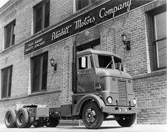 Vintage shots from days gone by! Peterbilt 389, Peterbilt Trucks, Cool Trucks, Big Trucks, Old Dodge Trucks, Cab Over, Vintage Trucks, Classic Trucks, Custom Trucks