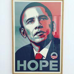 """À la collection Lambert la fameuse affiche d'Obama """"Hope"""" mais cette fois une originale offerte par Sheets Fairey à @agnesb_officiel"""