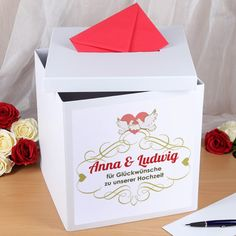 Geschenkbox in weiß zur Hochzeit mit Namensaufdruck