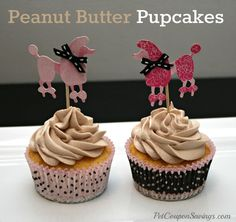 Homemade Peanut Butter Pupcakes are a fun special treat to give your dog! Peanut Butter Pupcakes are the perfect dog cupcake for a dog birthday party. Puppy Treats, Diy Dog Treats, Homemade Dog Treats, Dog Treat Recipes, Dog Food Recipes, Peanut Butter Dog Treats, Homemade Peanut Butter, Pupcake Recipe, Dog Cupcakes