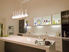 (Foto: Divulgação) #cozinha #detalhescoloridos #branco #luminaria