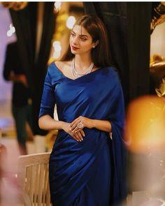 Desi Wedding Dresses, Indian Wedding Outfits, Pakistani Outfits, Pakistani Clothing, Shadi Dresses, Indian Dresses, Sarees For Girls, Saree Models, Stylish Sarees