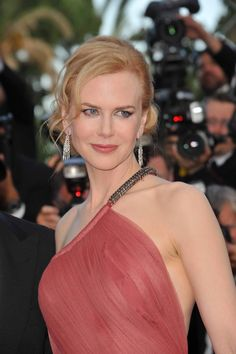 Nicole Kidman turns heads at the Golden Globes with husband Keith Nicole Kidman, Hot Hair Colors, Red Hair Color, 2015 Hairstyles, Celebrity Hairstyles, Spring Hairstyles, Haircuts, Beautiful Celebrities, Beautiful Actresses