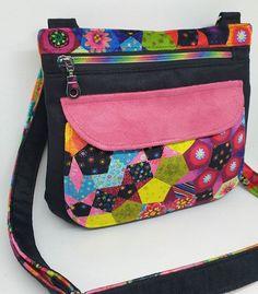 Joh. Mills sur Instagram: Encore un nouveau sac 😁 bandoulière Modele Polka en version small de chez @patrons_sacotin En suedine et velours @odilebailloeul De…