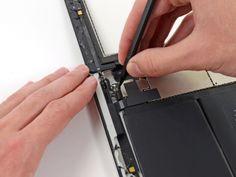 Schritt 31 -       Heben Sie die Klappe, die das Bandkabel der Home-Taste ZIF-Stecker hält.
