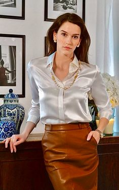 Blouse And Skirt, Blouse Outfit, Sexy Blouse, Satin Bluse, Ootd, Beautiful Blouses, Satin Dresses, Classy Outfits, Clothes For Women