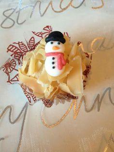 Brigadeiro de caramelo. Boneco de neve em marzipan. Derrete na boca! :)